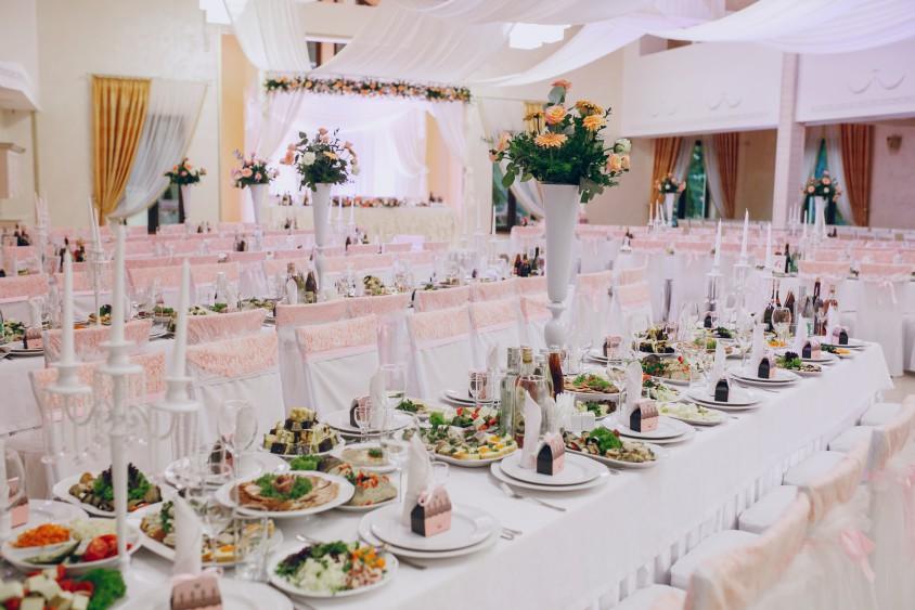 ... Ресторан «Микулин» приймає замовлення на проведення весіль до 320  чоловік ... e0272eba38349