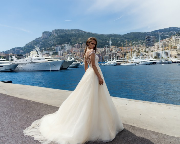 3947b18e7469df Весільна сукня 2017: колекція Lite by Dominiss
