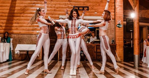 Надія Гураль - співачка, автор та виконавець власних пісень з професійним шоу-балетом