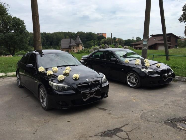 6 автомобілів BMW чорного кольору в кузові Е60 (седан)